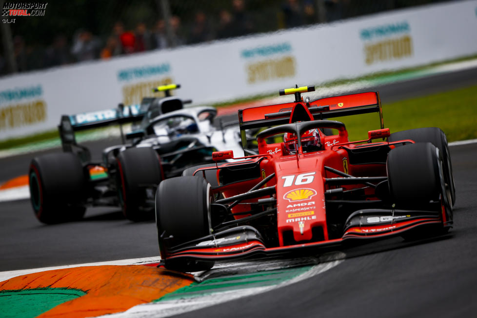 Charles Leclerc (Ferrari) und Valtteri Bottas (Mercedes)