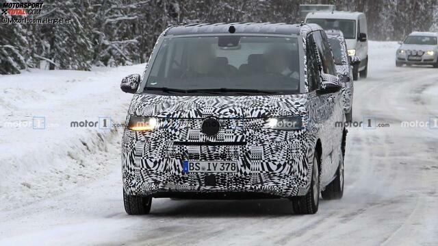 Neuer VW T7 Multivan Erlkönig mit Serienkarosse erwischt
