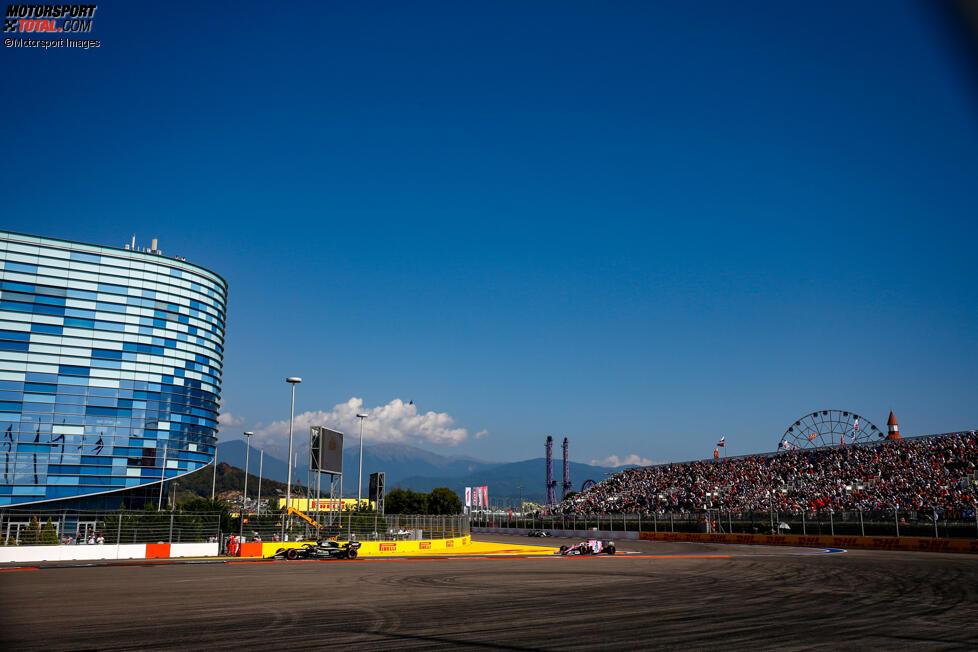 Daniel Ricciardo (Renault) und Sergio Perez (Racing Point)