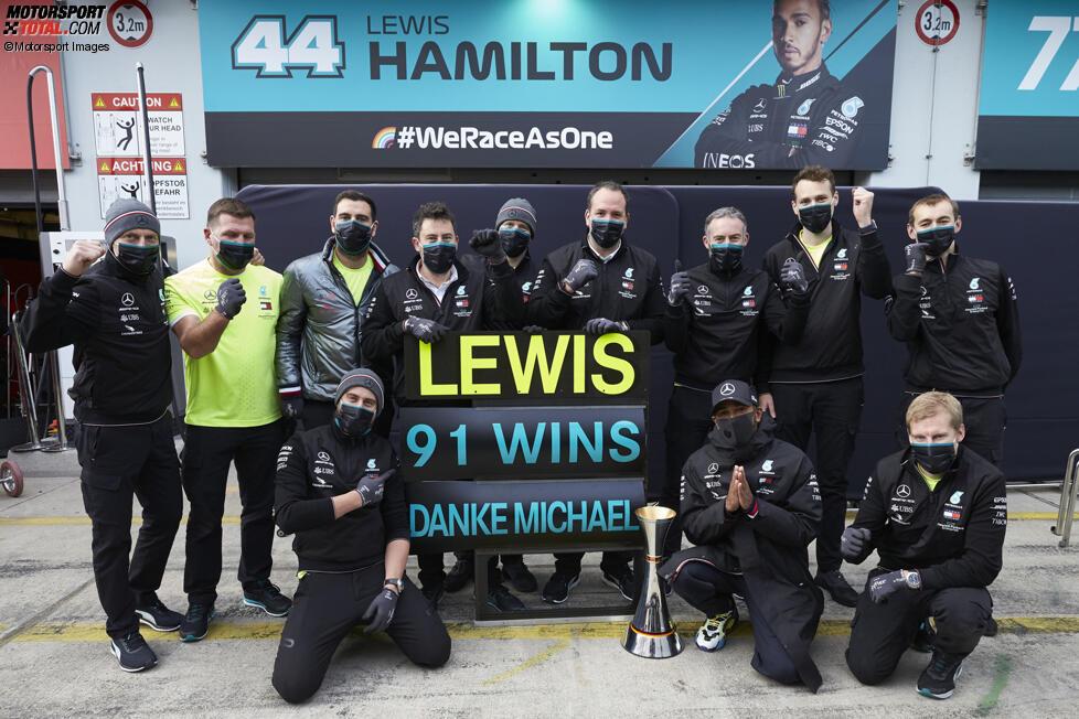 Lewis Hamilton (Mercedes) und Michael Schumacher
