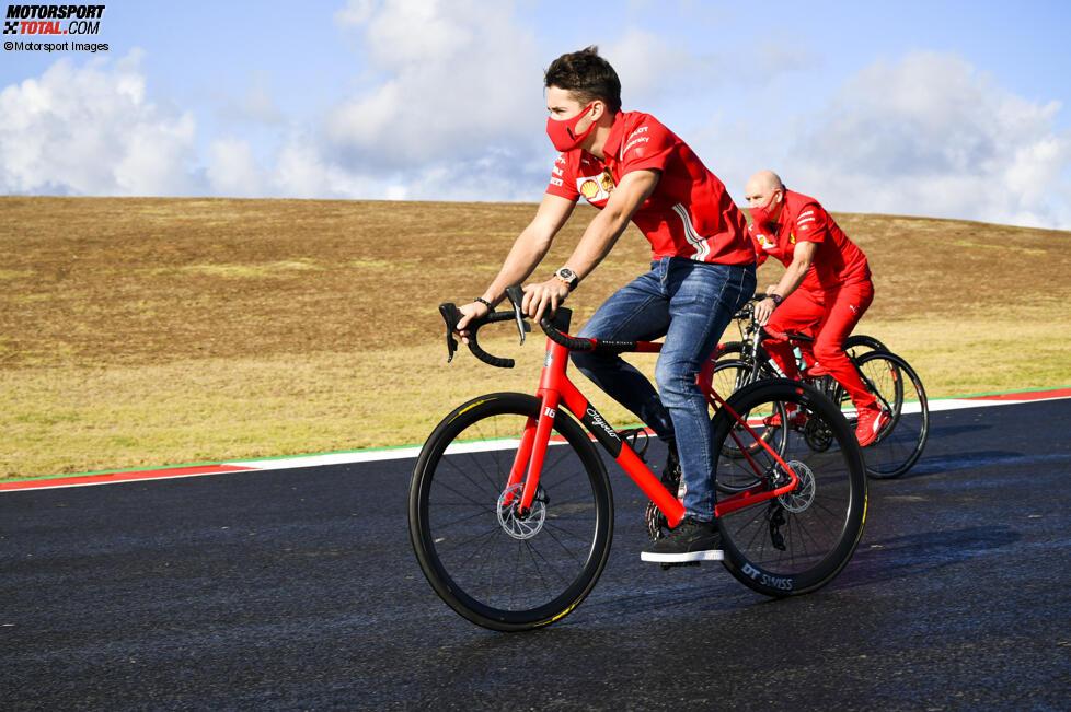 Charles Leclerc (Ferrari) und Jock Clear