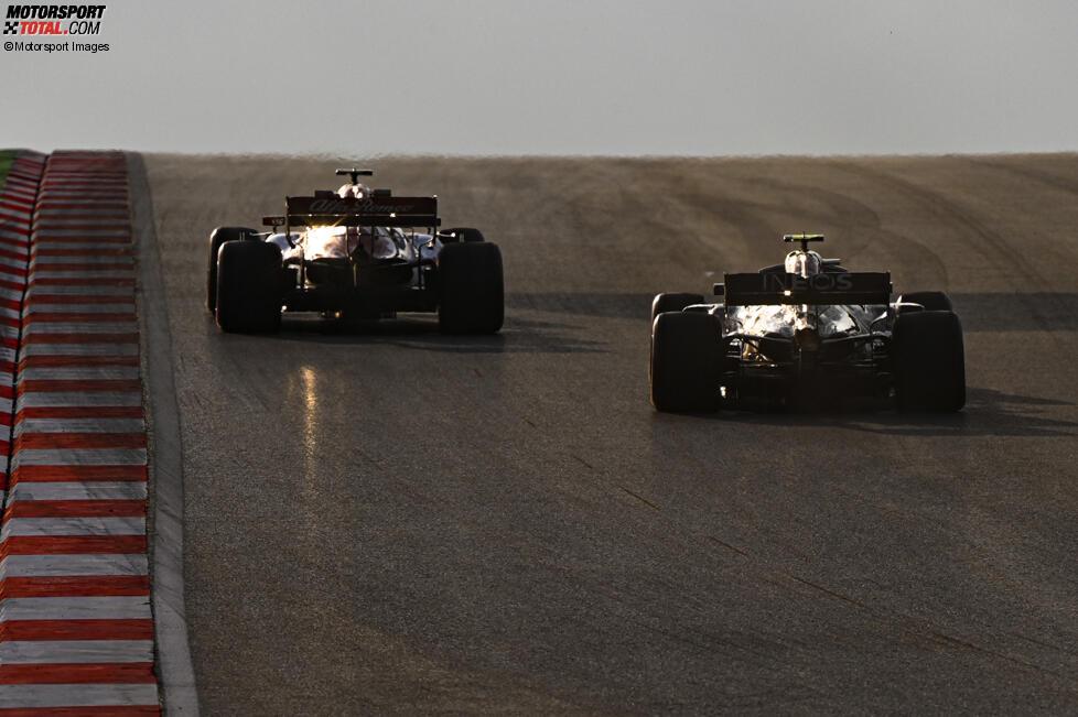Kimi Räikkönen (Alfa Romeo) und Valtteri Bottas (Mercedes)