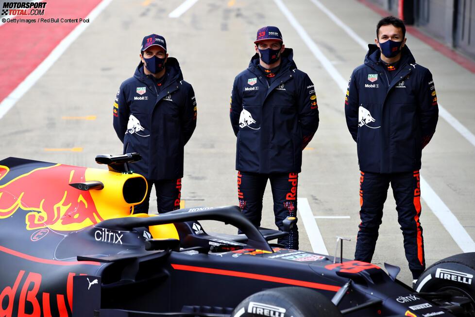 Sergio Perez (Red Bull), Max Verstappen (Red Bull), Alexander Albon und Mark Thompson