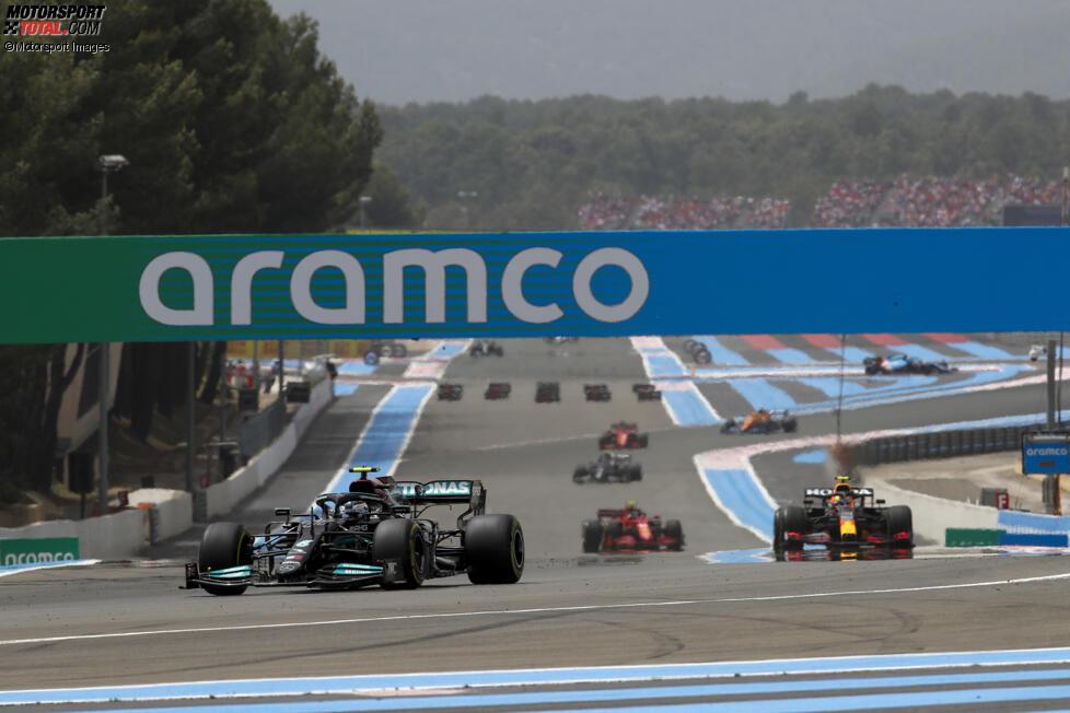 Valtteri Bottas (Mercedes) und Sergio Perez (Red Bull)