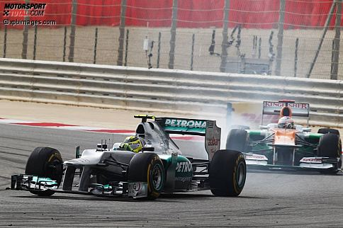 """Gazzetta dello Sport (Italien): """"König Sebastian ist wieder zurück! Vettel gewinnt und übernimmt die WM-Führung. Pole und Sieg, Sebastian Vettel und Red Bull dominieren wie in alten Zeiten. Red Bull hat in den vergangenen Wochen hart gearbeitet, um Vettel ein leistungsfähiges Auto zu geben. Ab sofort wird es für die Rivalen schwieriger, Sebastian den Thron zu entreißen. Schade für Rosberg, der im Laufe einer Woche Höhen und Tiefen erlebt hat. Er macht zu viele Fehler und ist gegenüber Hamilton und Alonso zu aggressiv."""""""