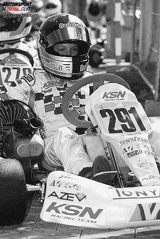 Babyface unter dem Helm, aber schon voll auf das gro�e Ziel fokussiert: Der kleine Sebastian Vettel 2002 im Go-Kart.