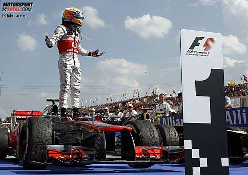 """Gazzetta dello Sport (Italien): """"Achtung, Hamilton ist wieder zurück. Der Engländer dominiert ein Rennen ohne Überholmanöver, von tödlicher Langweile auf einer Strecke, die einer WM unwürdig ist. Hamilton krönt mit dem Sieg ein wunderbares Wochenende ohne Fehler. Vettel bemüht sich, er verschwendet jedoch seine Energien."""""""