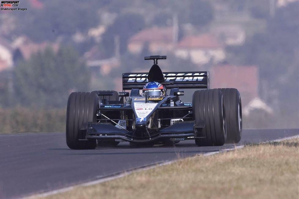 Paul Stoddart und Gian Carlo Minardi holen Alonso 2001 in die Formel 1, in der Hoffnung, ein neues Supertalent entdeckt zu haben. Der damals noch schüchterne Spanier beendet die Saison in der Fahrerwertung hinter Tarso Marques - bei jeweils null Punkten nur wegen des schlechteren Einzelergebnisses.