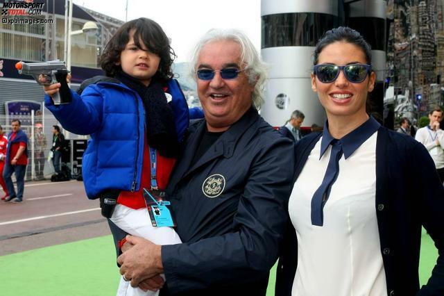 Wer hätte gedacht, dass der Top-Schwerenöter der Formel 1 einmal gezähmt wird? Ihr ist es gelungen: Das italienische Supermodel Elisabetta Gregoraci hat aus Parade-Playboy Flavio Briatore einen ehrbaren Ehemann gemacht. Die beiden heirateten 2008. Im März 2010 kam ihr gemeinsamer Sohn Falco zur Welt.