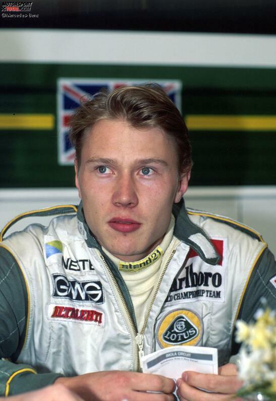 1990 wird Mika Häkkinen Champion in der Britischen Formel 3. Beim Klassiker in Macao duelliert er sich mit einem gewissen Michael Schumacher um den Sieg, bis es zur Kollision kommt. Aber 1991 ist der Finne trotzdem am Ziel seiner Träume: Lotus-Pilot in der Formel 1!