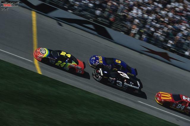 Die NASCAR-Karriere von Jeff Gordon (geboren am 4. August 1971 in Vallejo) beginnt beim Saisonfinale 1992 in Atlanta. Schon damals fährt der gebürtige Kalifornier im Hendrick-Chevrolet mit der Startnummer 24. Der erste Sieg gelingt im Mai 1994 in Charlotte. Im Februar 1995 geht Gordon in Daytona (Foto) in seine dritte volle Winston-Cup-Saison und ...