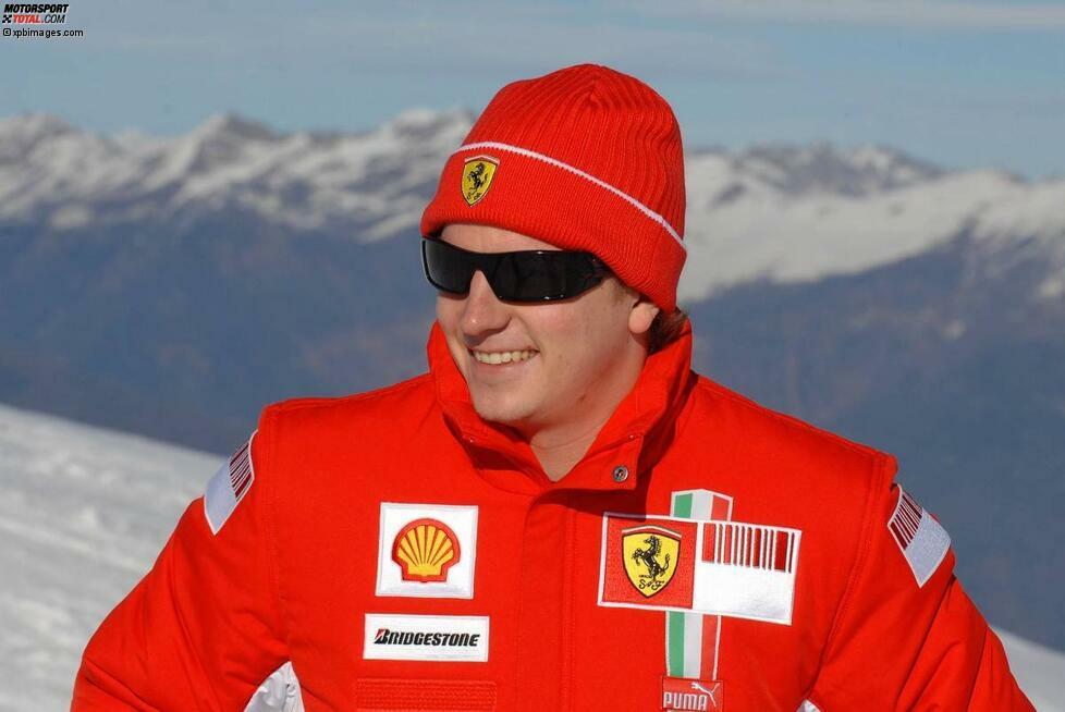Strahlendes Gesicht in leuchtend roter Kleidung: Es macht Wrooom! Mit allerbester Laune tritt Kimi Räikkönen zu Beginn des Jahres 2007 seinen Dienst bei Ferrari an. Der Finne ist nach dem Abschied von Michael Schumacher der neue Hoffnungsträger der Scuderia.