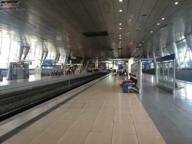 Nach nichtmal einer Stunde Flug Landung in Frankfurt am Main, von wo aus es per Deutscher Bahn nach Köln weitergeht. Den