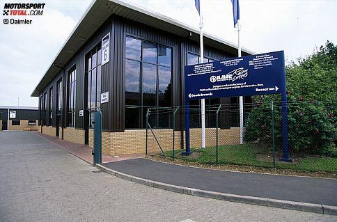 Bereits 1983 gründeten der Schweizer Ingenieur Mario Illien und sein britischer Partner Paul Morgan die Motorenschmiede Ilmor. Von Anfang an wurden am Standort Brixworth unter anderem auch die Mercedes-Motoren für die Formel 1 entwickelt und produziert. Morgan starb im Jahr 2001 bei einem Flugzeugabsturz, Mercedes erhöhte daraufhin seine Beteiligung - und kaufte im Jahr 2005 auch Illien aus. Dieses Bild von der Fabrik stammt aus dem Jahr 2001.