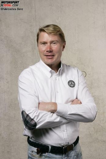 1993 wechselt Mika Häkkinen von Lotus zu Mercedes, ab 1994 fährt das britische Team mit Mercedes-Motoren. Eine Verbindung, die bis heute nicht abgerissen ist. Als Markenbotschafter ist der Finne einer der wichtigsten öffentlichen Sympathieträger des Daimler-Konzerns.