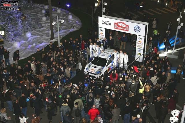 Präsentation in Monaco: Der Startschuss - Am 7. Dezember 2012 präsentiert Volkswagen in glanzvoller Atmosphäre vor dem Casino in Monte Carlo den Polo R WRC und die WRC-Mannschaft. Damals gingen die Verantwortlichen noch von einem Lehrjahr aus