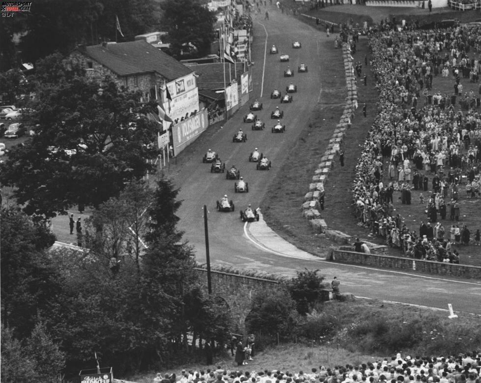 Nur acht Fahrer haben es in der Geschichte der Formel 1 geschafft, fünf oder mehr Rennen hintereinander zu gewinnen. Die erste Serie dieser Art eröffnet Ferrari-Pilot Alberto Ascari beim dritten Grand Prix der Saison 1952 in Spa-Francorchamps. Ja, die Eau Rouge gab es damals schon!