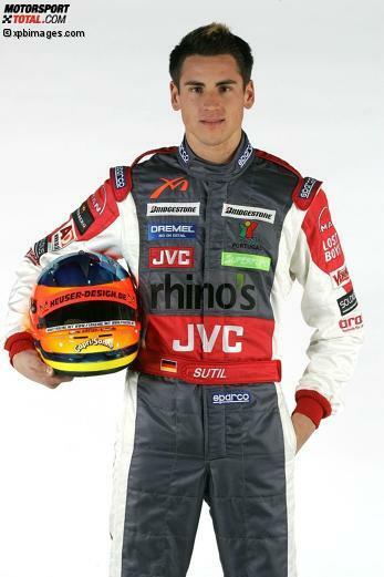 Februar 2006: Der junge Deutsche Adrian Sutil wird zum Testfahrer bei MF1 berufen. Er bringt beste Empfehlungen mit: In der Formel Ford hatte er in zehn Rennen zehn Pole-Positions und zehn Siege erzielt. In der Formel BMW war er Sechster geworden, in der Formel-3-Euroserie nach insgesamt 18 Podesträngen Zweiter. Geschlagen damals übrigens nur von Lewis Hamilton.