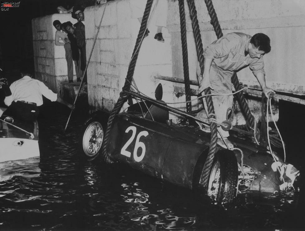 Im zweiten Grand Prix von Monaco 1955 scheint Ascari als sicherer Sieger, nachdem sowohl Fangio als auch Stirling Moss ausscheiden. Doch dann fliegt Ascari in der Hafenschikane ab und stürzt ins Meer. Die Mannschaft einer Luxusjacht muss den Lancia-Fahrer mitsamt Auto bergen.