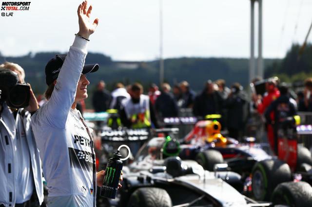 Nach einem verregneten Qualifying in Spa-Francorchamps hat wieder einmal Mercedes-Pilot Nico Rosberg die Nase vorn. Teamkollege Lewis Hamilton geht von Platz zwei aus ins Rennen, Sebastian Vettel startet als Dritter.