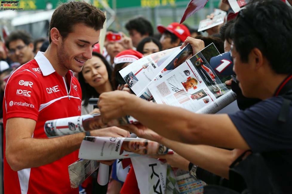 Der Suzuka-Grand-Prix ist von Anfang an kein Wochenende wie jedes andere für Jules Bianchi. Er ist noch gar nicht an der Strecke angekommen, da spekulieren italienische Medien bereits darüber, wann Ferrari seinem Toptalent die Chance im Werksauto einräumt - schließlich setzten die Roten schon zuvor bei mehreren Testgelegenheiten auf den 25-Jährigen und ein Abgang Fernando Alonsos wird immer konkreter.