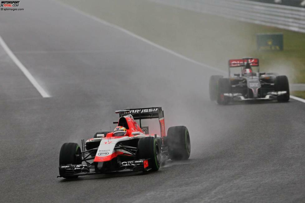 Beginn der 41. Runde beim Grand Prix von Japan: Jules Bianchi liegt an 17. Position, auf der Ziellinie genau 0,5 Sekunden vor Adrian Sutil, der kurz zuvor an der Box war. Aber zum Duell der beiden kommt es nicht.