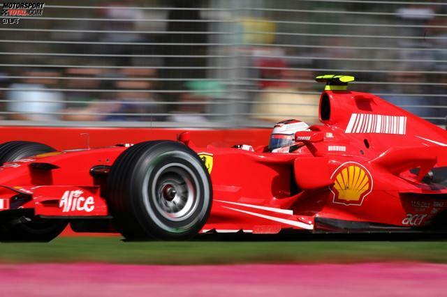 #9: Ende 2006 wird Tabakwerbung im Motorsport verboten. Während viele Teams empfindliche Einbußen hinnehmen müssen, gelingt es Ferrari, Marlboro trotzdem zum Weitermachen zu bewegen - mit nur angedeuteten Logos und der berühmten rot-weißen Farbkombination. Noch heute überweist Marlboro jedes Jahr geschätzte 75 Millionen Euro an die Scuderia. Kimi Räikkönen wird im Jahr 1 ohne Zigarettenlogos auf Anhieb Weltmeister.
