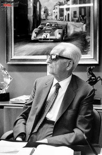 Mit ihm hat alles angefangen: Enzo Ferrari gründete 1929 die Scuderia Ferrari, die seit Beginn der Formel-1-Weltmeisterschaft im Jahr 1950 fester Bestandteil eben dieser ist. Gleich in den ersten Jahren wurden einige Rennleiter verschlissen: Federico Giberti (1950-1951), Nello Ugolini (1952-1955), Eraldo Sculati (1956) und Mino Amorotti (1957). Wahrer Chef war bis zu seinem Tod im Jahr 1988 sowieso immer der