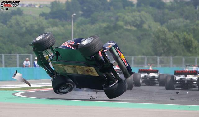 Christian Klien (2004-2006): Mit Unterstützung von Red Bull debütiert der Österreicher 2004 bei Jaguar in der Formel 1. Nach der Übernahme des Rennstalls durch den Engergy-Drink-Hersteller fährt Klien auch 2005 und 2006 bei den meisten Grands Prix für das nun Red-Bull-Racing genannte Team an der Seite von David Coulthard. Ende 2006 scheidet Klien nach Streitigkeiten über einen Wechsel in die ChampCar-Serie aus dem Red-Bull-Kader aus. Später ist der Österreicher Testfahrer für Honda und BMW-Sauber und fährt 2010 drei Rennen für HRT.