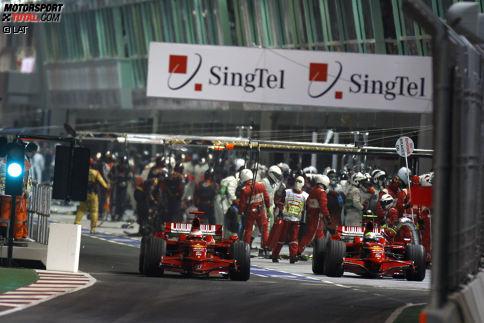 Bis zur Safety-Car-Phase sieht alles nach einem Sieg von Felipe Massa aus. Aber die Ferrari-Crew patzt beim Boxenstopp und schickt den Brasilianer mitsamt Tankrüssel zurück auf die Strecke. Statt den Grand Prix zu gewinnen, wird Massa 13. Am Ende der Saison fehlt ihm ein einziger Punkt zum Gewinn des WM-Titels.