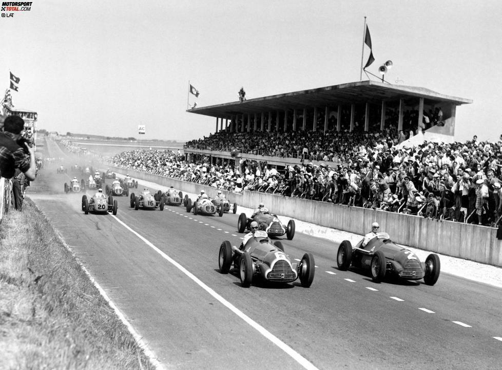 1950: Die erste Saison in der Geschichte der Formel-1-Weltmeisterschaft sieht auch gleich das erste Duell zweier Teamkollegen um den WM-Titel. Die beiden Alfa-Romeo-Piloten Juan Manuel Fangio und Giuseppe Farina gewinnen von den sieben Saisonläufen je drei. Als nach dem Finalrennen in Monza zusammengezählt wird, ist der Italiener Farina mit drei Punkten Vorsprung auf den Argentinier Fangio der erste Formel-1-Weltmeister der Geschichte.