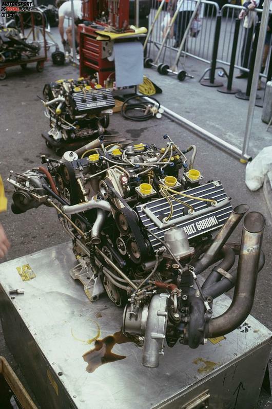 Turbomotoren in der Formel 1. Das gab es doch schon einmal! Allerdings, und zwar vor einigen Jahrzehnten. Zur Saison 2014 kehren Kompressions-Triebwerke in die Königsklasse zurück. Zur Einstimmung darauf blicken wir in dieser Fotostrecke auf die erste Turbo-Ära in der Formel 1 zurück. Gehen Sie mit uns auf eine Zeitreise in die späten 1970er-Jahre, als die Ingenieure von Renault mit einem damals neuen Formel-1-Motorenkonzept aufwarteten...