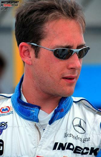 Greg Moore, geboren am 22. April 1975, starb am 31.10.1999 bei einem Horror-Crash in Fontana. Der Kanadier wurde nur 24 Jahre alt, galt aber als eines der größten IndyCar-Talente aller Zeiten.