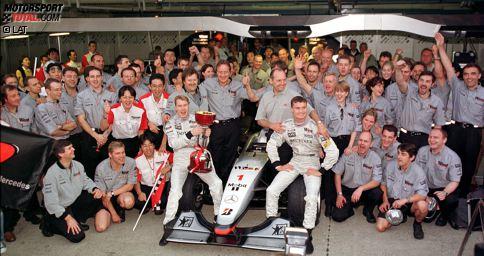 Feiern gehört bei McLaren zum Programm: Insgesamt zwölfmal konnte sich das Team aus Woking in seiner ruhmreichen Formel-1-Geschichte bisher die Fahrer-Weltmeisterschaft sichern. Lediglich Ferrari ist mit 15 Titeln in dieser Hinsicht noch erfolgreicher. Doch wer sind die sieben Männer, die sich bisher in einem McLaren zum Formel-1-Weltmeister krönen konnten?