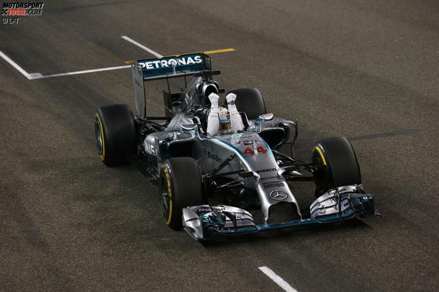Die Zieldurchfahrt: Lewis Hamilton gewinnt den Grand Prix von Abu Dhabi und ist damit Formel-1-Weltmeister 2014!