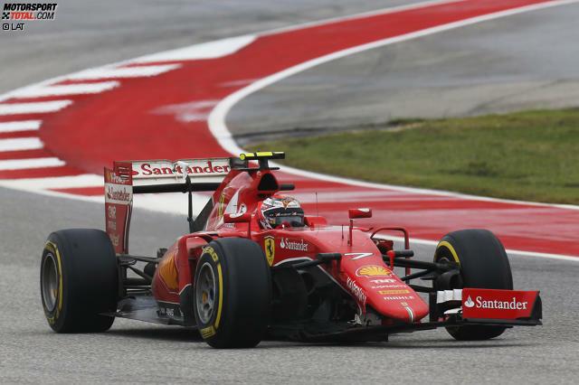 #11 Beim Großen Preis der USA 2015 fliegt Kimi Räikkönen auf feuchter Piste ins Kiesbett ab und schlägt leicht in die Begrenzung. Sein Problem: Sein Ferrari verhakt sich dabei mit einer Werbetafel. Doch der Finne weiß Rat und kämpft sich mit wilden Lenkbewegungen und unter tosendem Applaus frei.