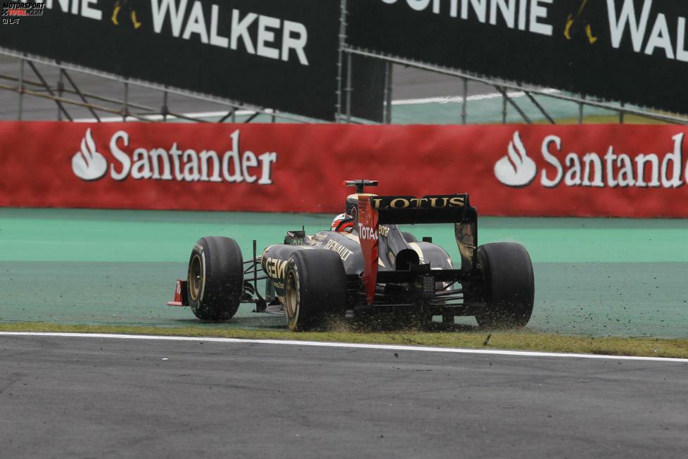 #13 Beim Grand Prix von Brasilien 2012 rutscht Kimi mit seinem Lotus von der Strecke. Anstatt gleich den direkten Weg zurück zu suchen, fährt er solange im Notausgang weiter, bis er vor einem verschlossenen Tor ansteht - und erst recht wenden muss.