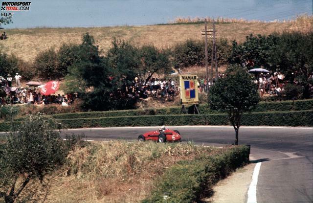 Die längste Strecke, die die Formel 1 jemals befuhr, ist nicht die 22,81 Kilometer lange Nordschleife des Nürburgring, sondern der dreiecksförmige Straßenkurs im italienischen Pescara. Die Bahn maß 25,8 Kilometer und verfügte über zwei extrem lange Geraden, die nur durch eine Kurve getrennt waren. In den Abruzzen gastierte die Königsklasse 1957 für einen zweiten Grand Prix in Italien.