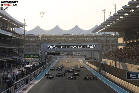 Willkommen in Abu Dhabi, willkommen im Reich von 1.001 Nacht. 2009 macht sich die Formel 1 erstmals auf in das neue Prunkstück des Kalenders - dem Rennen auf dem Yas Marina Circuit. Auf der Yas-Insel in den Vereinigten Arabischen Emiraten haben die Verantwortlichen keine Kosten und Mühen gescheut, um den Grand Prix zu einem der aufsehenerregendsten zu machen. Auf und neben der Strecke sieht alles edler als edel aus. Sogar unter einem Hotel müssen die Piloten hindurch fahren.