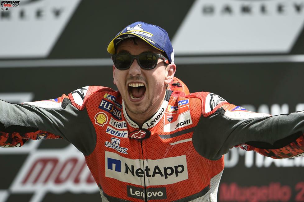 Jorge Lorenzo Guerro wurde am 4. Mai 1987 in Spanien geboren. Mit zwei WM-Titeln in der 250er-Klasse und drei Weltmeisterschaften in der MotoGP zählte er zu den besten Fahrern seiner Generation.