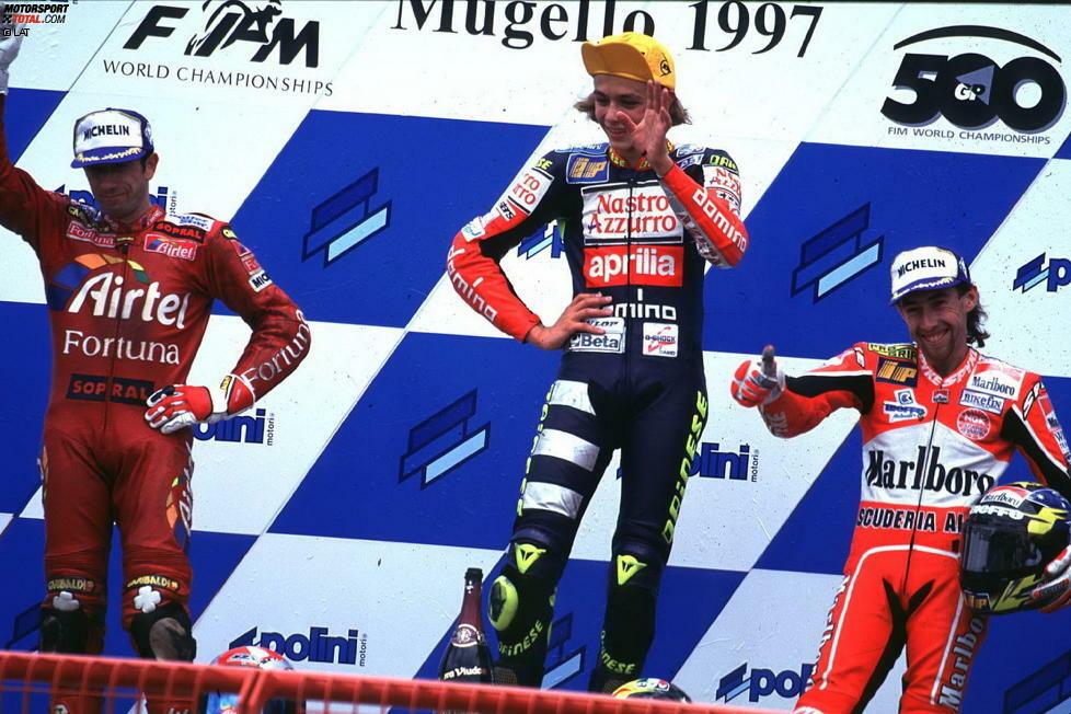 Sein Stern geht im Jahr 1997 auf. Rossi gewinnt elf Rennen und wird überlegen 125er-Weltmeister. 1998 geht es in die 250er-Klasse, wo er sich nur Landsmann Loris Capirossi geschlagen geben muss. 1999 macht Rossi mit neun Siegen alles klar und wird 250er-Weltmeister. In den kleinen Klassen fährt er Aprilia-Motorräder.