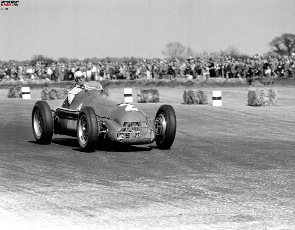1950: Im Kampf der drei italienischen Werke Alfa Romeo, Maserati und Ferrari setzt sich die Marke aus Mailand klar durch. Giuseppe