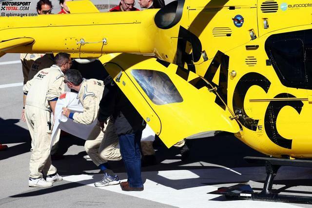 Aufregung am vierten und vorerst letzten Testtag in Barcelona: McLaren-Pilot Fernando Alonso wird am Mittag in einen Rettungshelikopter gebracht und ins Krankenhaus geflogen. Was war passiert?