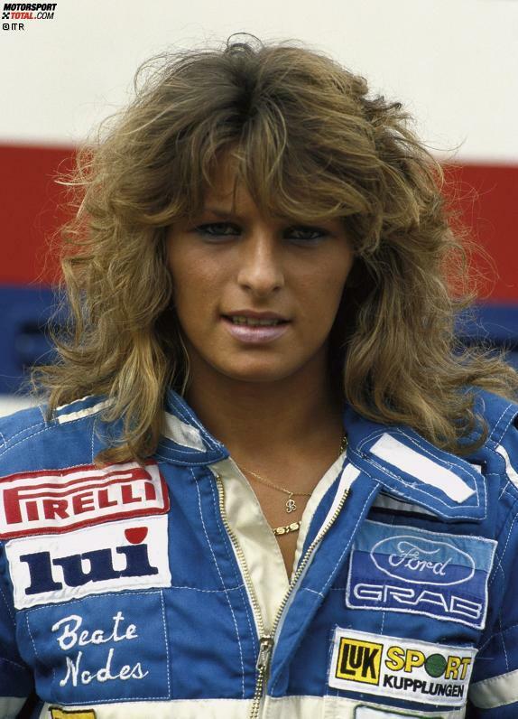 Als erste Frau erzielt Beate Nodes (Foto) aus Deutschland im Jahr 1986 einen Top-3-Platz in der DTM. Sie wird beim AVUS-Rennen als Dritte gewertet. 1988 fährt auch die Österreicherin Mercedes Stermitz in die DTM-Punkte.