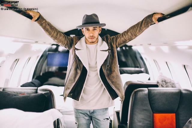Lewis Hamilton jettet mal wieder durch die Welt: In London feiert er mit der Sängerin/Schauspielerin Rita Ora Geburtstag, anschließend geht's in den Privatjet nach Dubai, dort steht ein bisschen Wüsten-Dünen-Action im Buggy auf dem Programm, ehe in Abu Dhabi wieder der Ernst des Lebens beginnt. Die Kritik seines früheren