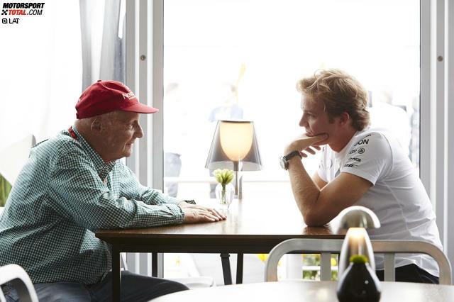 Mexiko 2015 ist das Wochenende des Nico Rosberg, aber erst einmal müssen nach der Mercedes-Kontroverse von Austin die Wogen geglättet werden. Niki Lauda sieht zuerst Redebedarf, dann nicht mehr - und am Ende nehmen sich der Österreicher und sein Landsmann Toto Wolff ihre Fahrer doch zur Brust. Mit zufriedenstellendem Ausgang, wie Wolff sagt, ohne ins Detail zu gehen.