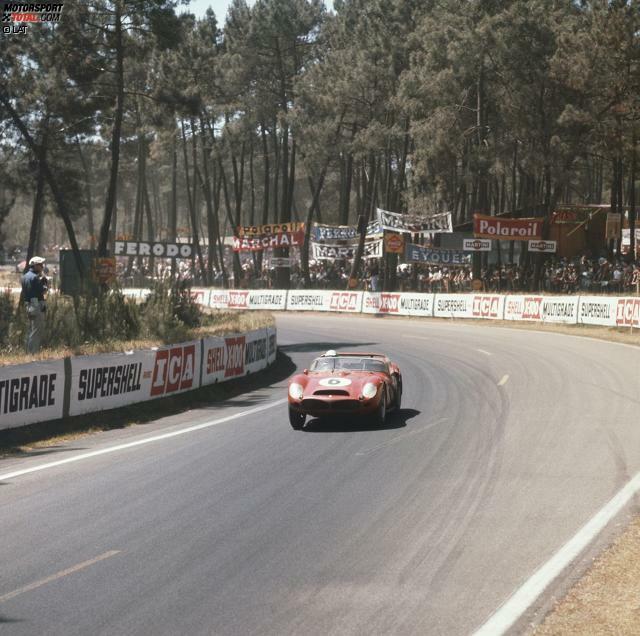 1962 - Ferrari 330LM: Der rote Renner aus Italien ist das bislang letzte Frontmotor-Auto, das bei den 24 Stunden von Le Mans den Gesamtsieg einfahren konnte. Dies ist schon 53 Jahre her. Bis zum Jahr 1962 war die Reihenfolge Achse-Motor-Fahrer-Achse normal, anschließend nicht mehr. Der Pilot rückte vor die Antriebseinheit.