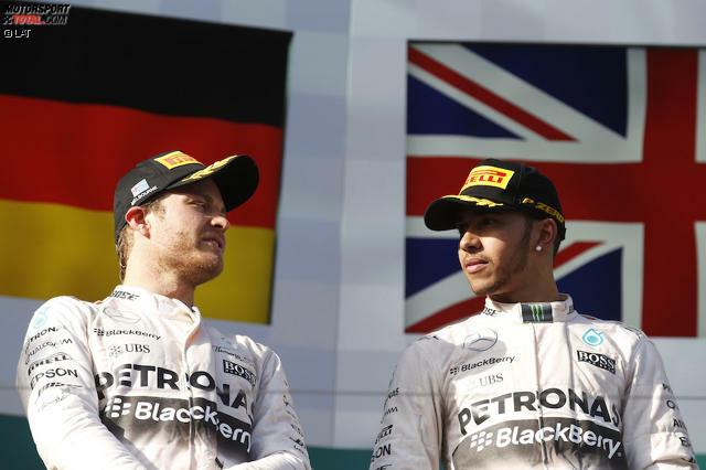 Einst waren sie dicke Kumpels, gemeinsam im Urlaub, beim Hamburger auf der Couch vereint und gemeinsam fröhlich tanzende Podiumsbesucher. Mittlerweile herrscht zwischen Lewis Hamilton und Nico Rosberg Eiszeit. Die Saison 2015 markierte neue Höhepunkte einer Teamfehde, die die Formel 1 zuvor so nicht gekannt hat. Zwar bekämpften sich Erzfeinde wie Ayrton Senna und Alain Prost oder Nigel Mansell und Nelson Piquet mit unlautereren Mitteln - jedoch waren sie keine Sandkastenfreunde. 'Motorsport-Total.com' zeigt den Titelfight in der Chronologie.