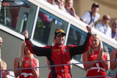 """Die GP2-Serie ist nicht gerade für ihre große Teamtreue bekannt. Die Serie gilt als letzte Station vor der Formel 1, dementsprechend schnell möchten die meisten den Aufstieg in die Königsklasse schaffen. Dennoch gibt es einige Piloten, die sich fast eine komplette Karriere in der GP2 aufbauen konnten. Aktuell ist Luca Filippi mit 110 Rennen der """"Senior"""" der Serie, doch der Italiener ist nicht der treuste Pilot mit den meisten Rennen für ein Team! Wer das ist? Erfahrt es in unserer (überraschenden) Top 10 der treusten GP2-Piloten!"""