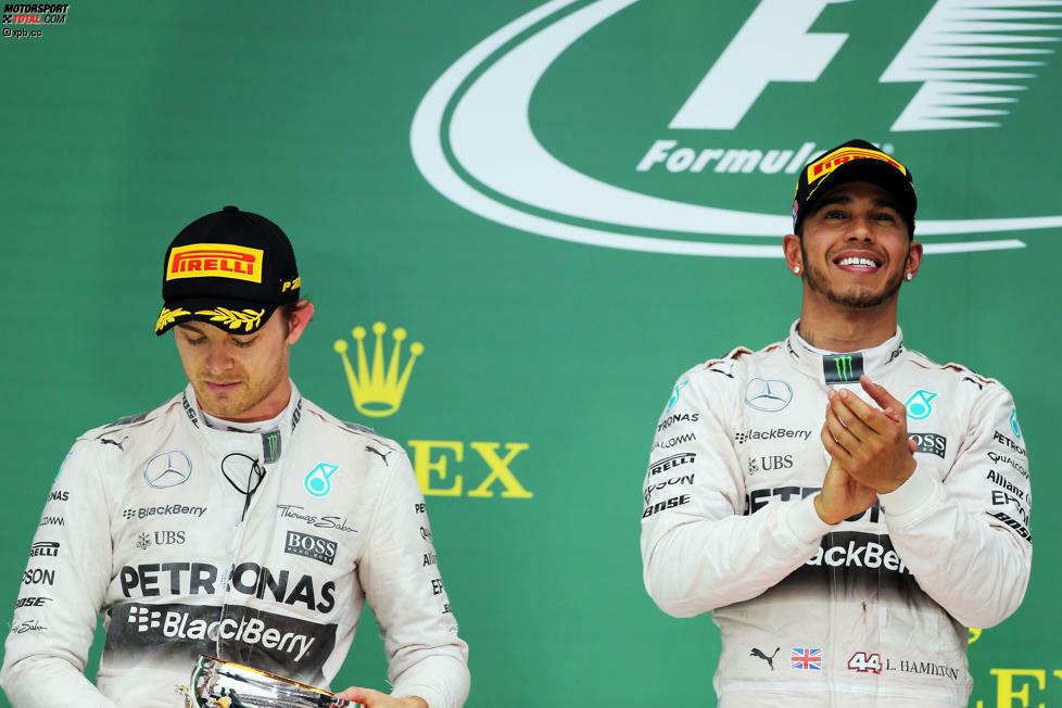 Lewis Hamilton ist zum dritten Mal Weltmeister - aber über seiner Titelparty in Austin hängt ein kleiner Schatten. Der geschlagene Nico Rosberg schmeißt ihm vor der Siegerehrung die Pirelli-Kappe zurück, spricht später von einer Situation, die ihn